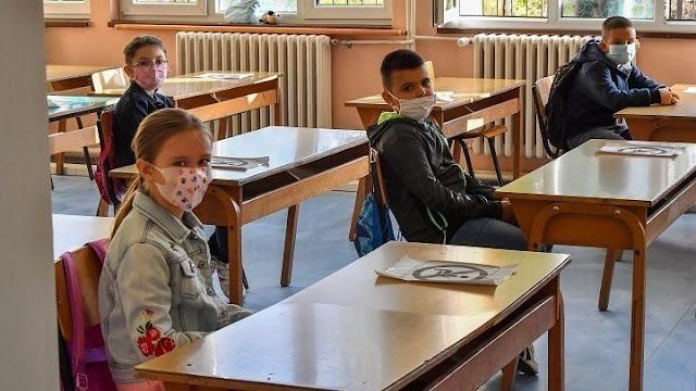 """Κορωνοϊός: Στο """"μάτι του κυκλώνα"""" τα σχολεία μετά την ραγδαία εξάπλωση στα παιδιά"""