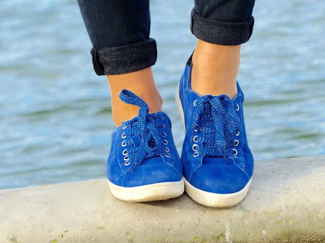 baskets bleu