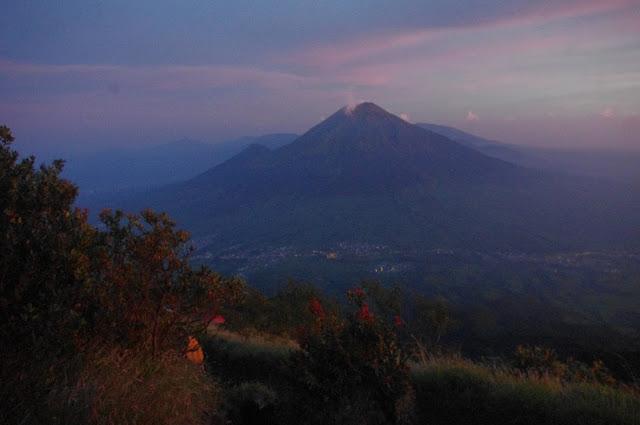 Pemandangan Sunrise Pagi di Gunung Sumbing
