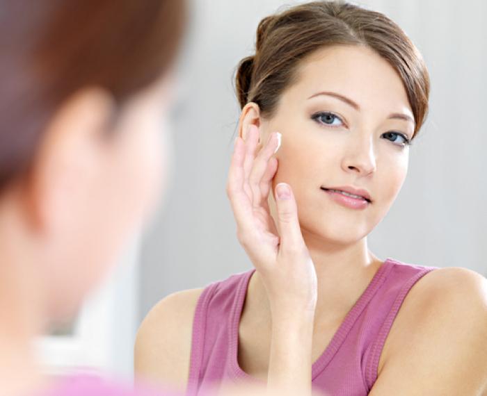 Chăm sóc da mặt tại nhà để có làn da mịn màng và tươi trẻ