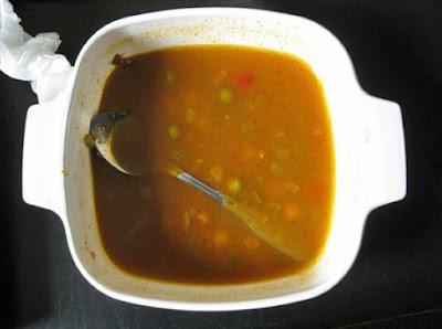 Was den Tag verdirbt - Löffel in Suppe gefallen lustig - Stress Hunger