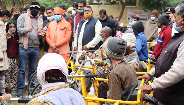 Alwar local news Man is capable of emotion - Mahant Balaknath Yogi | भाव से इनसान होता है सक्षम-महंत बालकनाथ योगी 239 Divyang got benefits on first day at Ashoka Foundation's Divyang Artificial Organ Transplant Camp अशोका फाउंडेशन के दिव्यांग कृत्रिम अंग प्रत्यारोपण शिविर में पहले दिन मिला 239 दिव्यांगों को लाभ