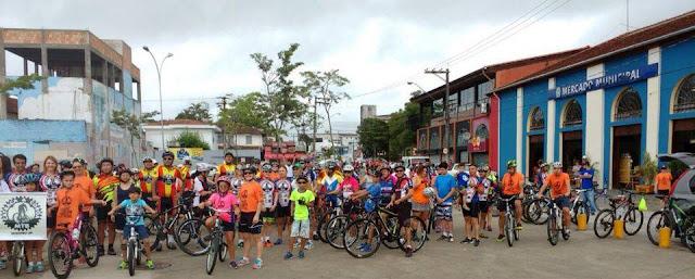 Passeio ciclístico reúne mais de 250 participantes
