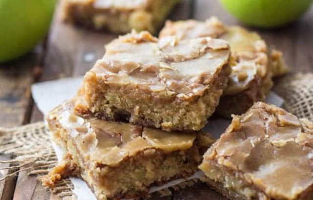 Maple Glazed Apple Blondies #desserts #easy