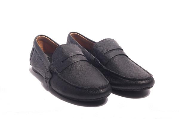 Những đôi giày đẹp hết nấc dưới 1 triệu mà các chàng trai phải có ngay