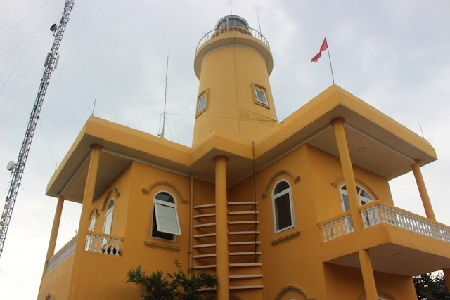 Discover the lighthouse on Con Co outpost island