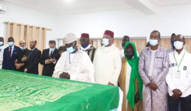Cérémonie de fermeture des tombes des deux chauffeurs marocains tués au Mali avant d'être transportés au Maroc