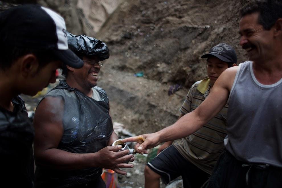 Mujeres solteras manos en miguel esteban