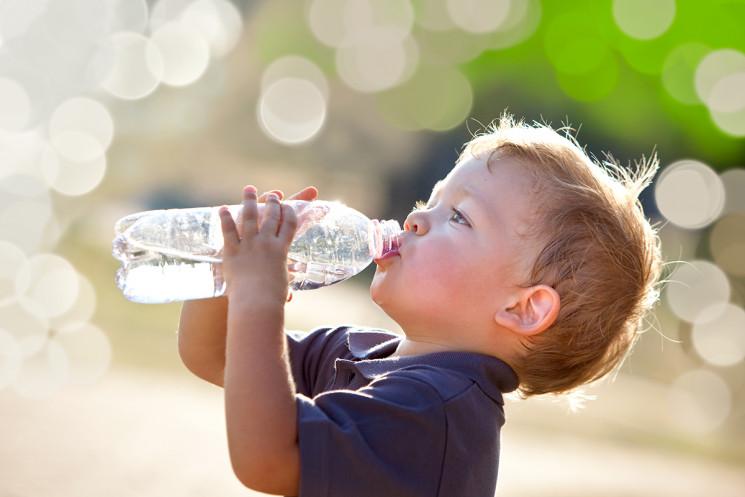 Mengatasi Susah Minum Air Putih Pada Anak
