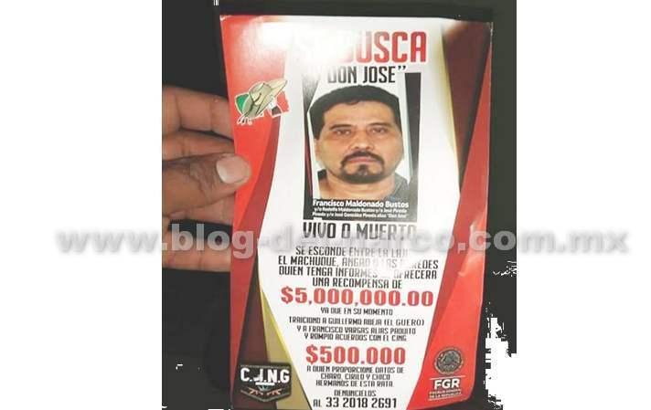 """En Michoacán el CJNG lanza panfletos desde avioneta ofreciendo 5 millones por """"Don José"""", """"vivo o muerto"""""""