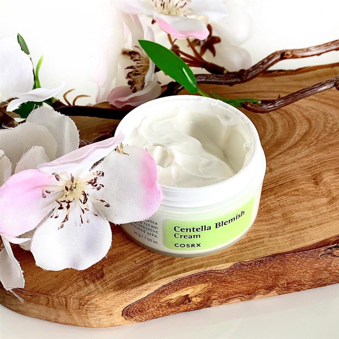 COSRX Centella Blemish Cream konsystencja
