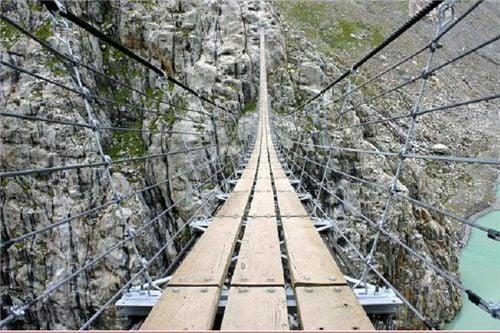 10 cây cầu treo sợ nhất thế giới 6