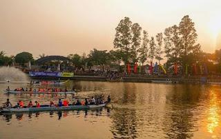 Mencoba Perahu Grenpik, Pilahan Wisata Malam Tangerang Antimainstream - Kaum Rebahan ID