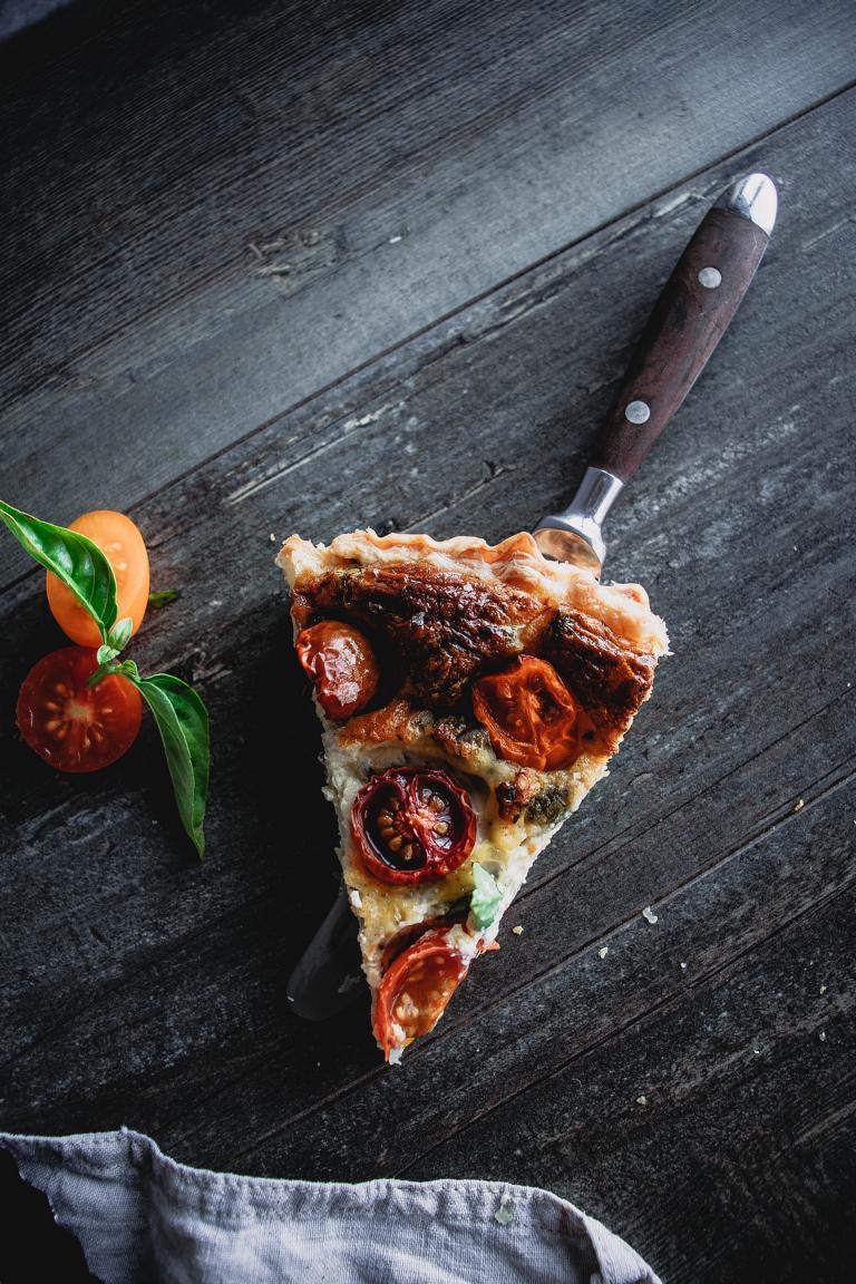 Ein Stück Tomatentarte