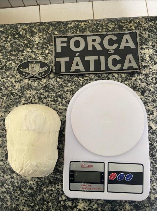 Valença do Piauí: Força Tática prende homem natural de Elesbão Veloso com cocaína avaliada em R$ 50 mil.