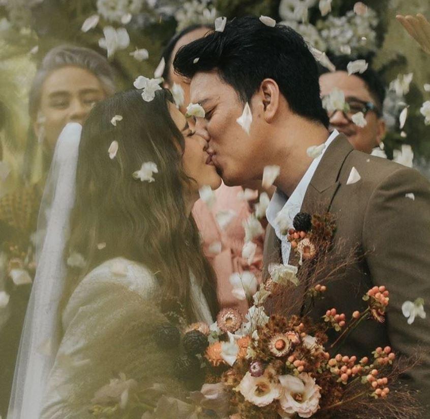 Look: KZ Tandingan and TJ Monterde Wedding Photos