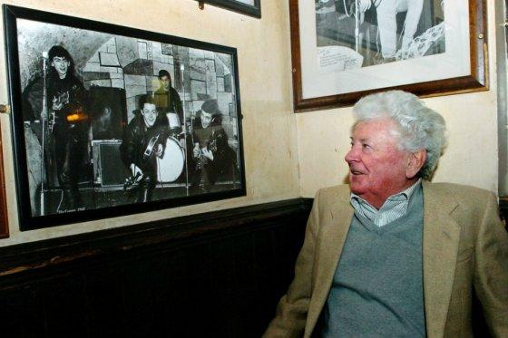Muere Allan Williams, el manager musical que descubrió a los Beatles