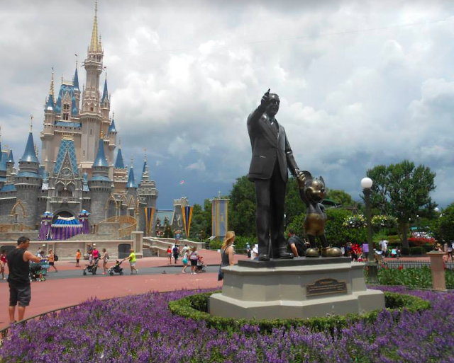 Magic Kingdom, Walt Disney, Mickey Mouse, Cinderella Castle