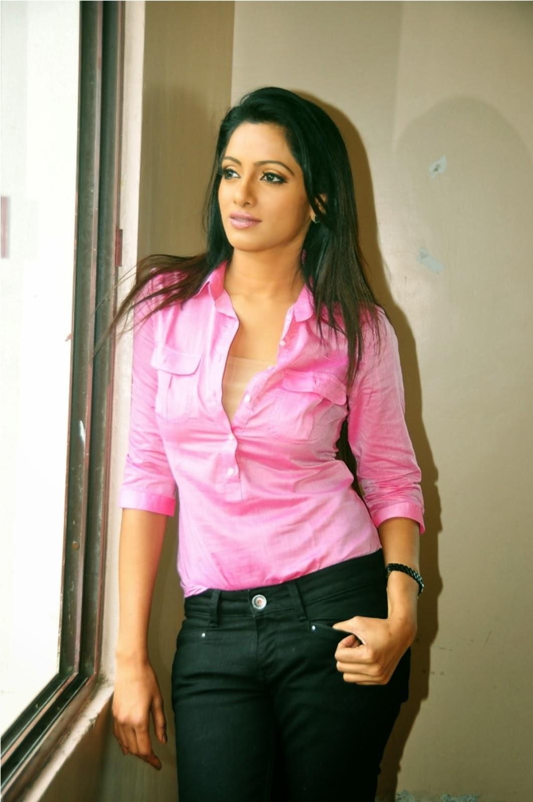 Anchor Udaya Bhanu Latest Hot Photoshoot Stills - Hot Blog -1259