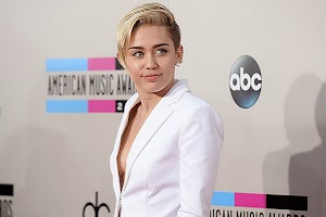 Miley Cyrus apologized for lovers spoiled evening
