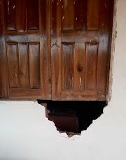 Meliante abre buraco na parede do sítio do prefeito de Trizidela do Vale e furta uma TV.
