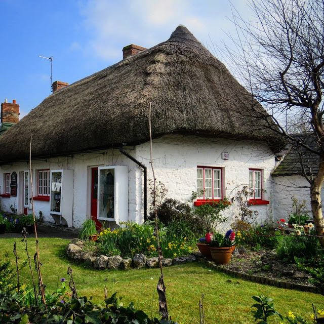 Road Trip Pit Stops between Dublin and Dingle - Thatched Cottage in Adare