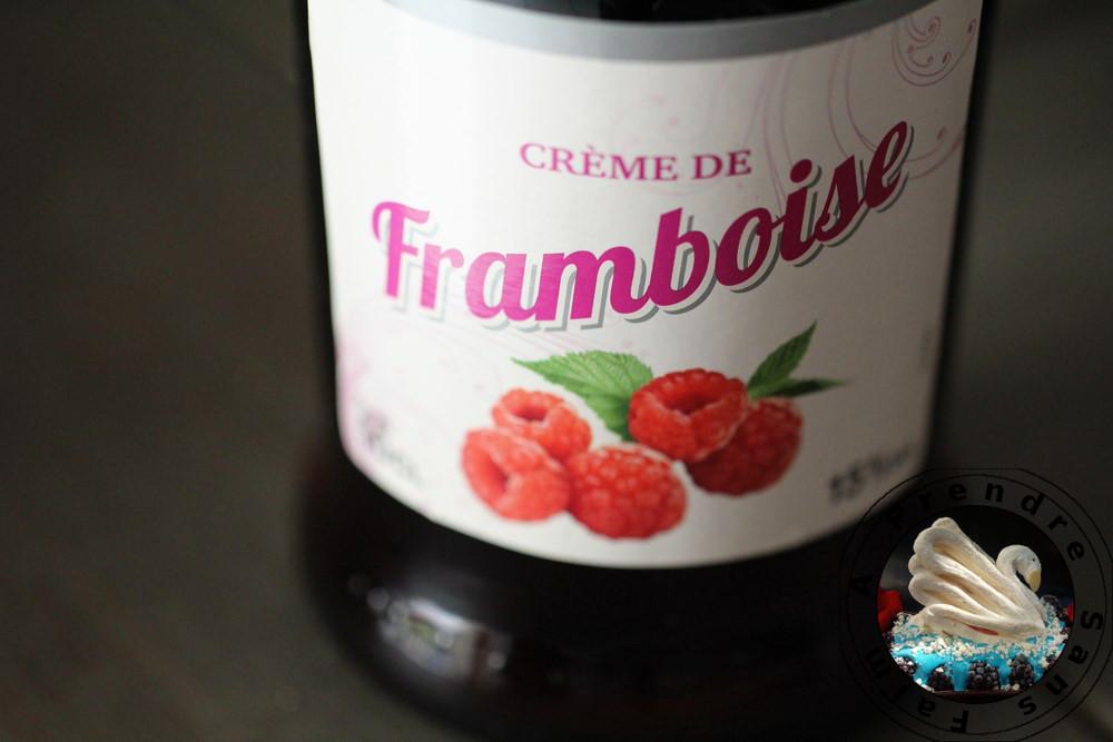 Tarte aux biscuits roses de Reims, fraises chocolat