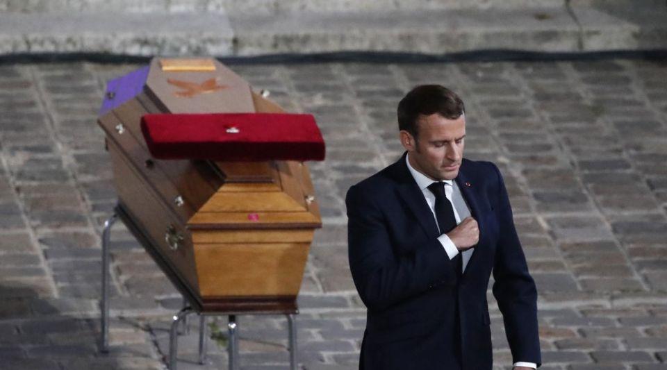 """Hommage à Samuel Paty : Macron dénonce les lâches qui ont livré le professeur aux barbares mais oublie de cibler le """" pas-de-vagues """""""