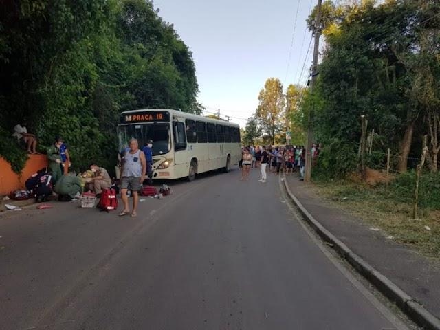 CRIANÇA DE QUATRO ANOS MORRE APÓS PAI COLIDIR MOTO COM ÔNIBUS