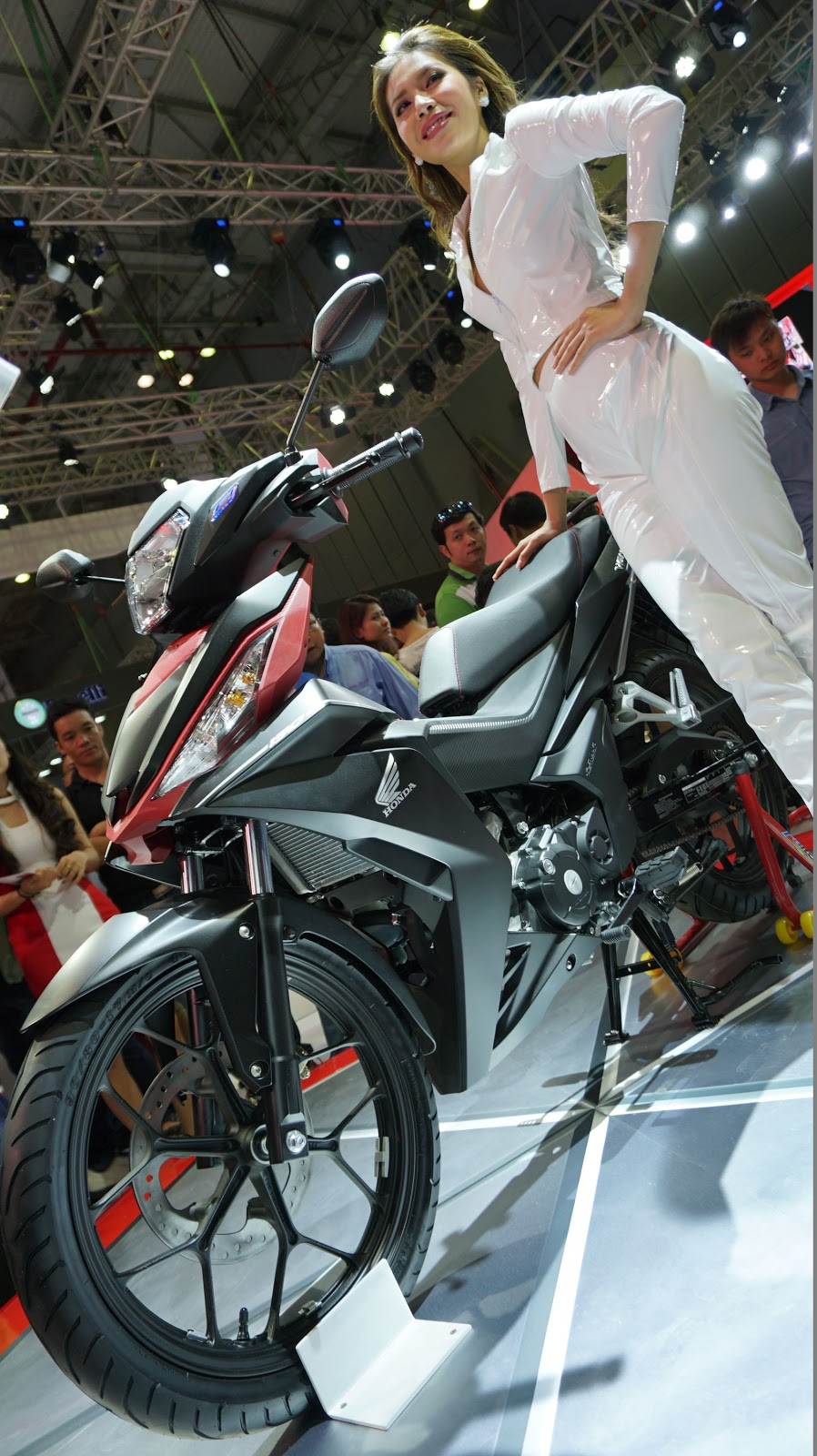 Đúng như người mẫu, chiếc Honda Winner 150 vẫn trông khá mỏng manh