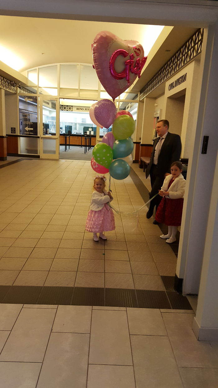 15+ Heartwarming Pics Of Children Who Were Just Adopted