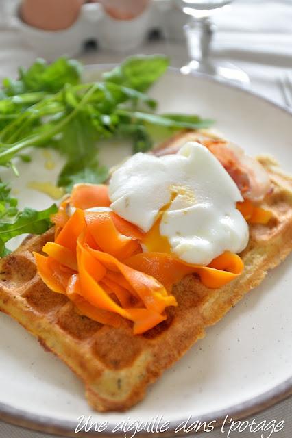Gaufre de pain perdu, tagliatelles de carotte et oeuf mollet / anti gaspi