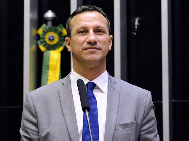 Tentativa de responsabilizar Bolsonaro pelo caos em Manaus é criminosa, diz deputado