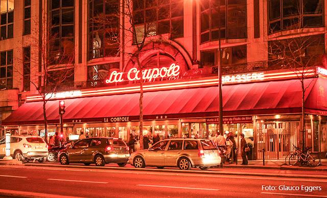 Restaurante La Coupole, no Boulevard Montparnasse, Paris