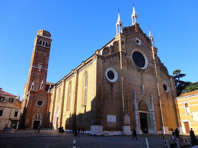 Jak mniši v Benátkách závodili ve stavbě kostelů, basilica dei frari