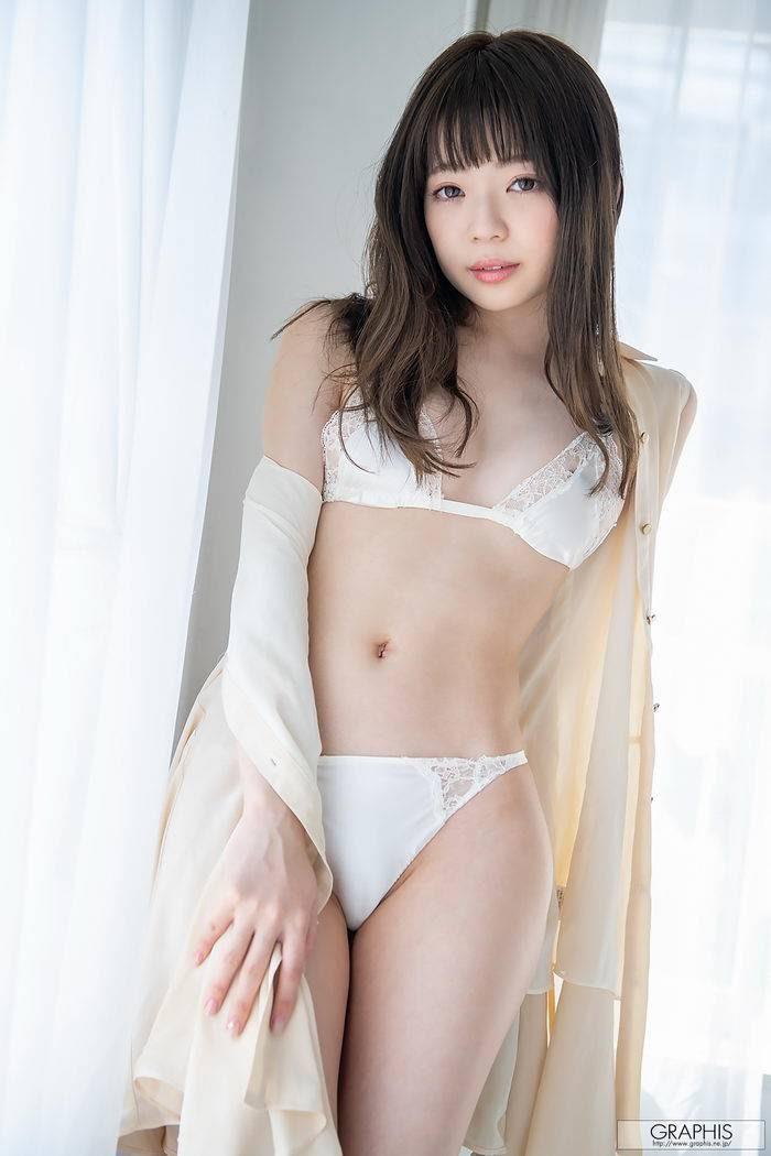 [Graphis] First Gravure &Izuna Maki 槙いずな vol.1 - idols