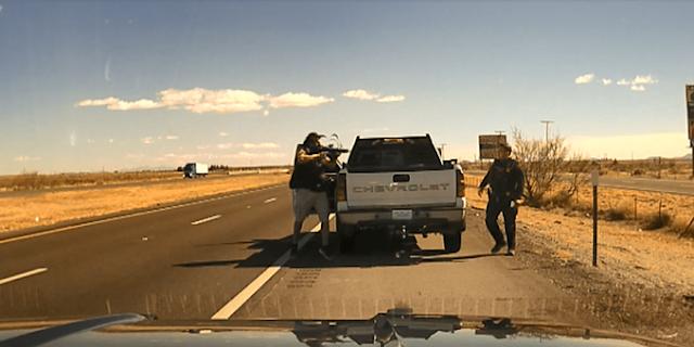 Video; A quemarropa ejecutan a elemento de la policía estatal de Nuevo México