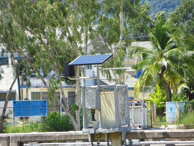 Солнечная батарея на мосту