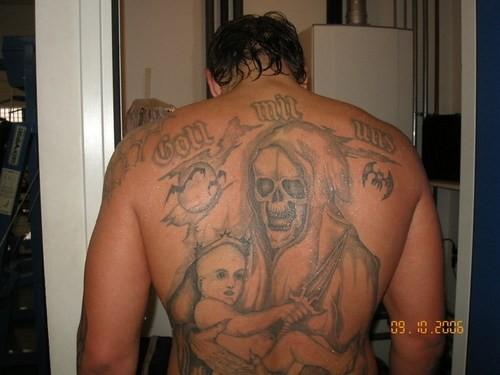Tatuaje en la espalda de Aleksander Emelianenko
