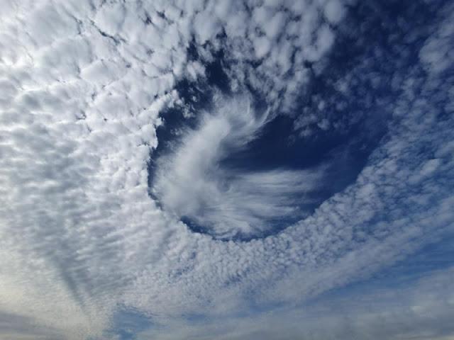 Lyukas felhők jelentek meg az égen Németországban