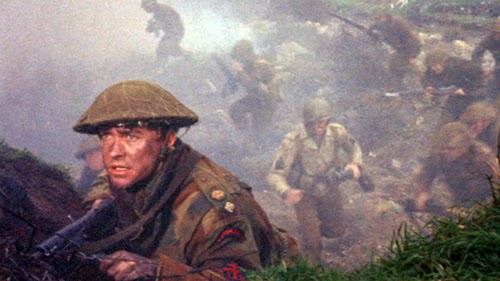 Cena de guerra, com sósia no front de batalha,  do filme O Dia D, de 1956