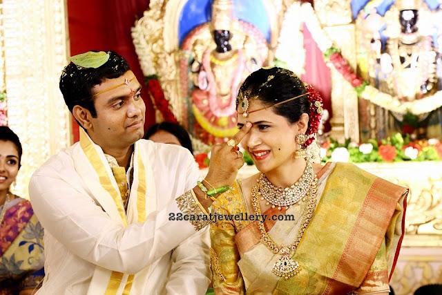 Bride in Pachi Necklace Mango Mala
