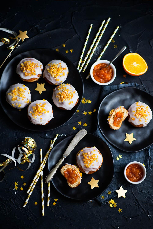 Pączki orkiszowe z konfiturą pamarańczową