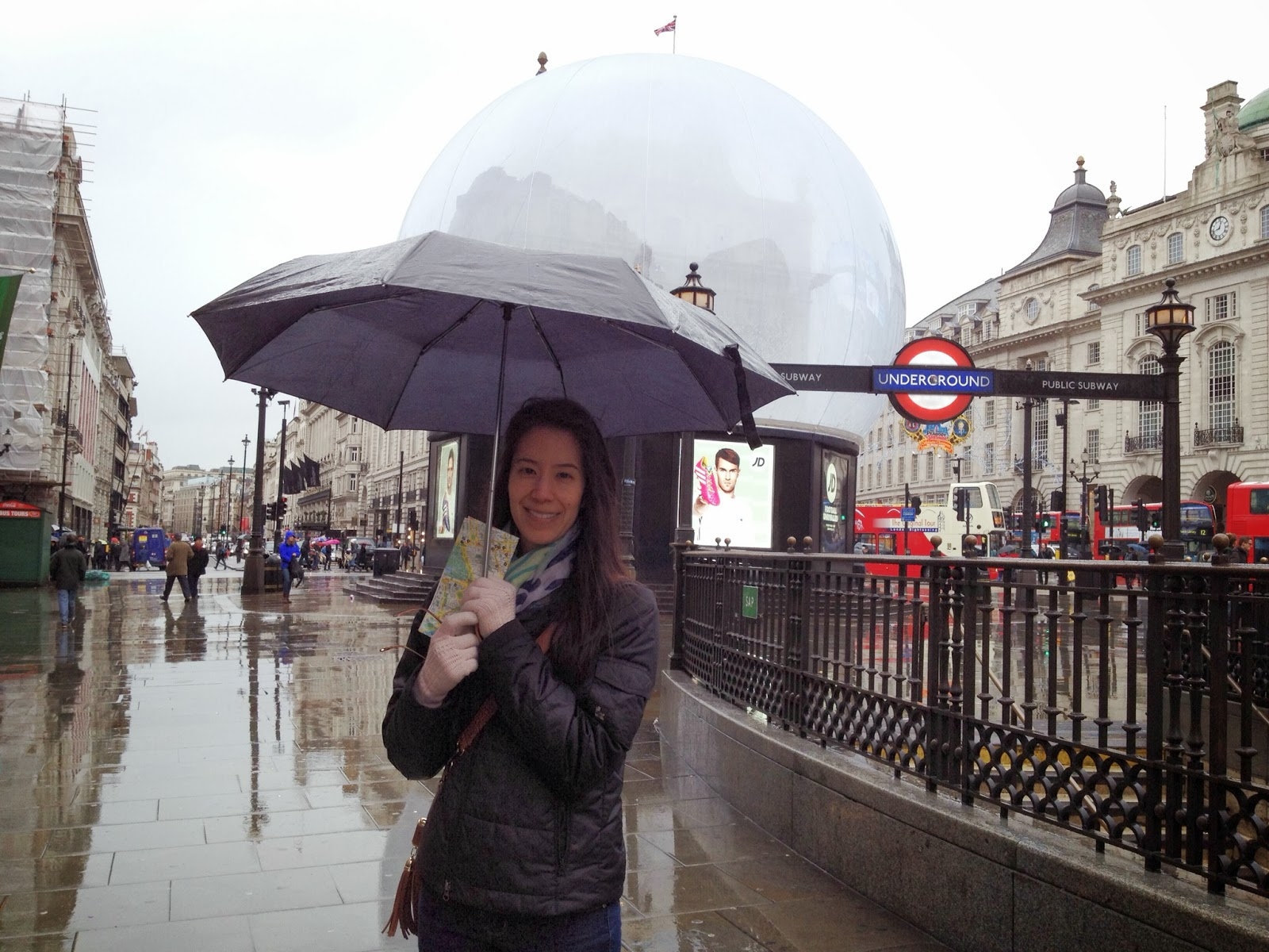 London - Trying to stay dry in the freezing rain