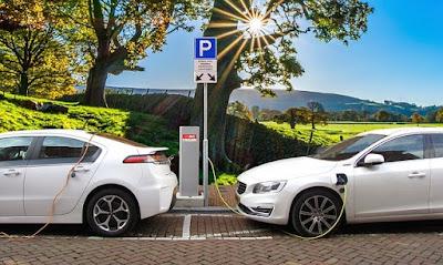 ハイブリッド車の充電の様子の写真です