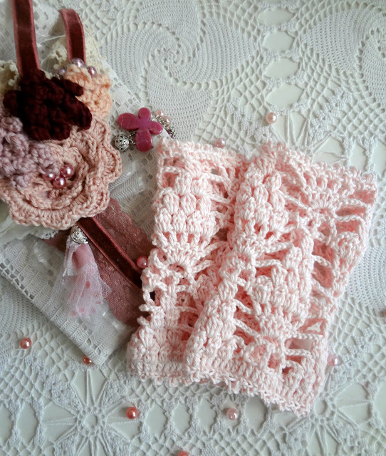 Falling Leaves Warmers - a crochet pattern by The Little Treasures