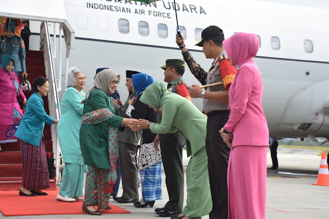 Istri Wakil Presiden Ibu Hj. Mufidah Jusuf Kalla Resmi Membuka Sinergi Program KUMKM Dekranasda Kaltim