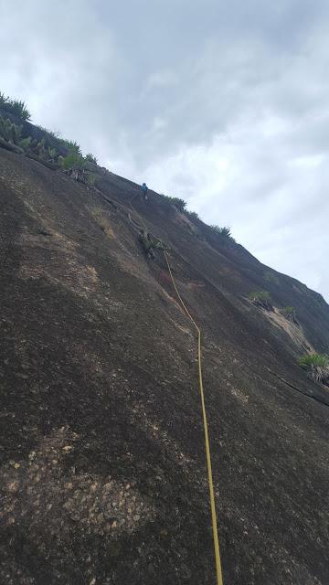 Escalada na via Leia Diniz, Morro das Andorinhas