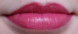 Avon Ultra Colour 3D Plumping Lipstick Uptown Pink Lip Swatch