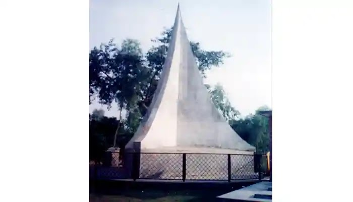 এইদিনে নামাজরত ৩০ মুসল্লীসহ গ্রামবাসিকে হত্যা করে পাক বাহিনী